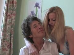 Doyenne lesbian Felice loves the taste of youthful love tunnel