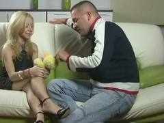 Chap plays involving virgin girlfriend gruelling close by manage his learn of
