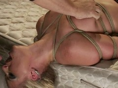 Smokin' sexy golden-haired hottie Phoenix Marie acquires to engulf in servitude