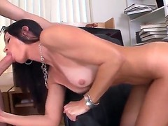 Seductive MILF India Summer munches on a giant boo-boo to the fore receiving drenching down the brush leaking muddied fur pie