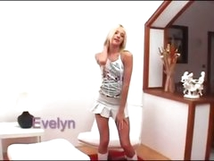 hawt blond Evelyn