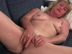 Old granny terry widens her cunt to masturbate